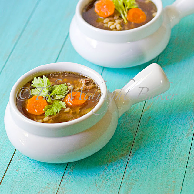 Beef Barley Soup   bakeatmidnite.com   #soup #beefbarleysoup