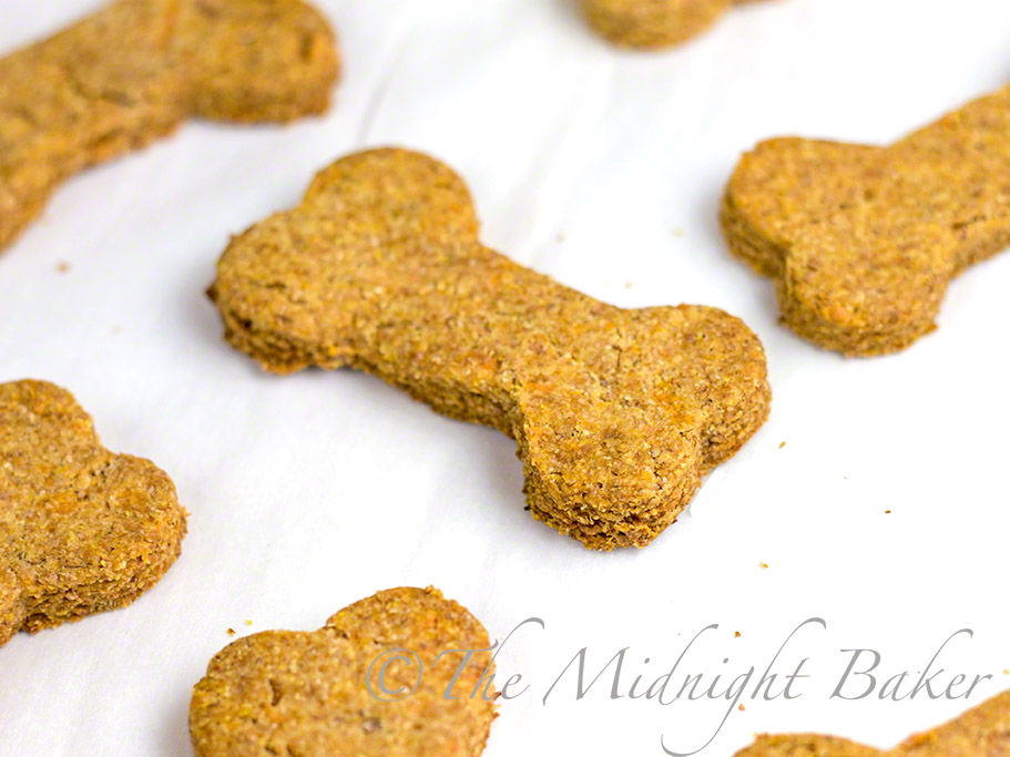 Bacon Cheese Dog Biscuits #DogBiscuits #DogTreats