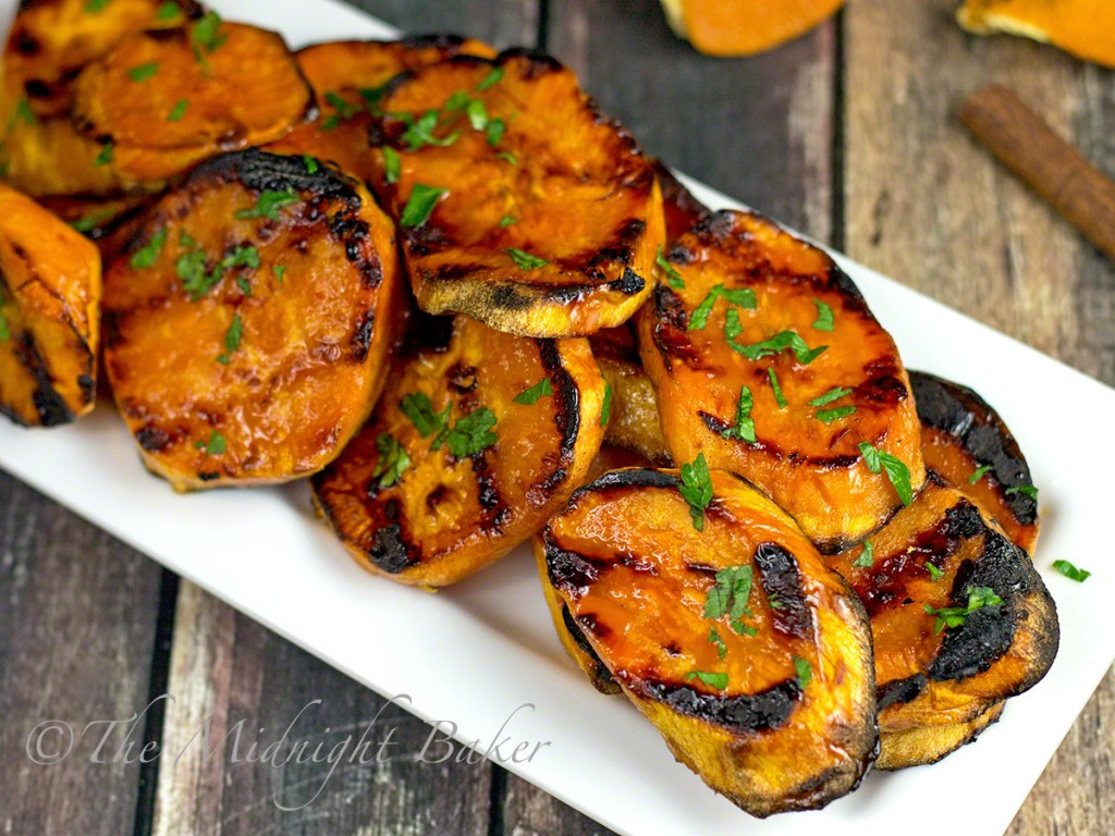 Maple Cinnamon Orange Sweet Potatoes   bakeatmidnite.com   #sweetpotatoes #sidedishes #healthyrecipes