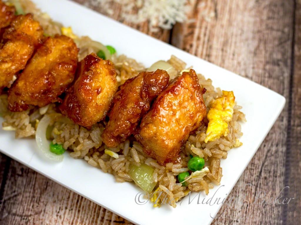 Tangy Sweet & Sour Chicken   bakeatmidnite.com   #chicken #asian #sriracha
