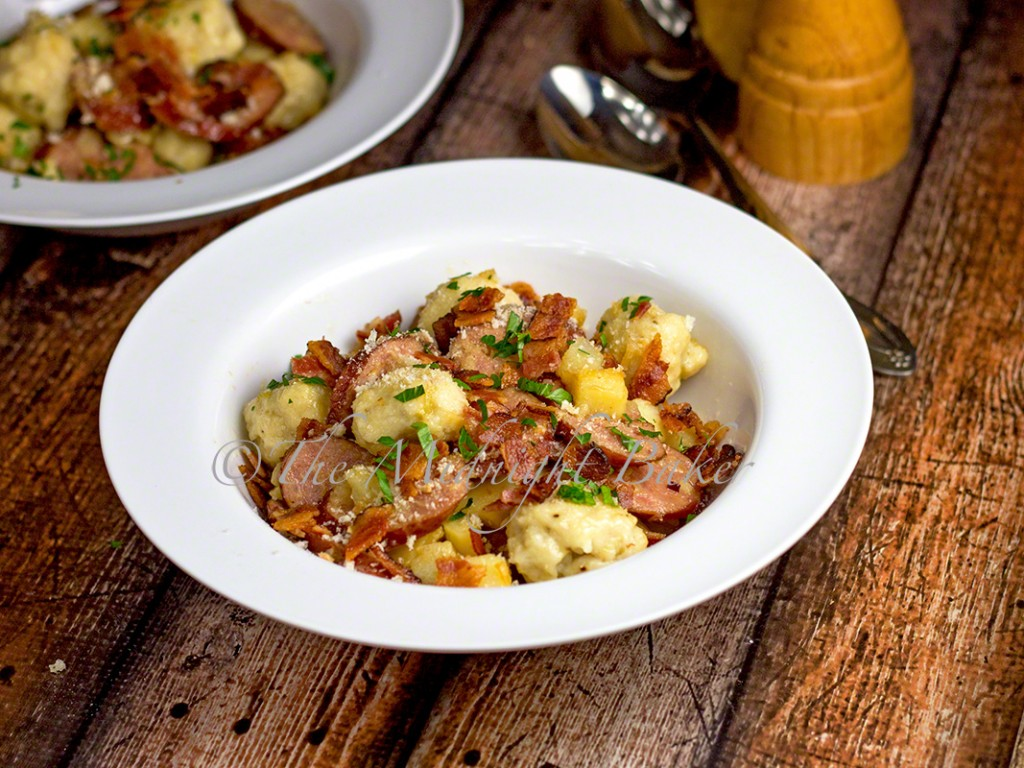 Poor Man's Dinner | bakeatmidnite.com | #kielbasa #potatoes #bacon #casseroles