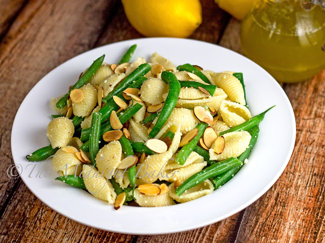 Pasta & Green Bean Salad | bakeatmidnite.com | #salad #pasta #vegetarian