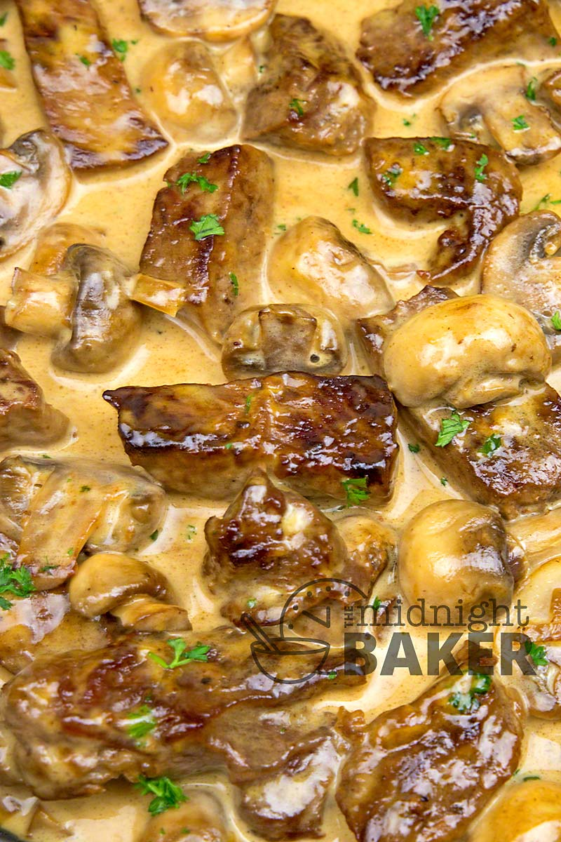 Sirloin steak in a creamy mushroom sauce to die for and all in one skillet.