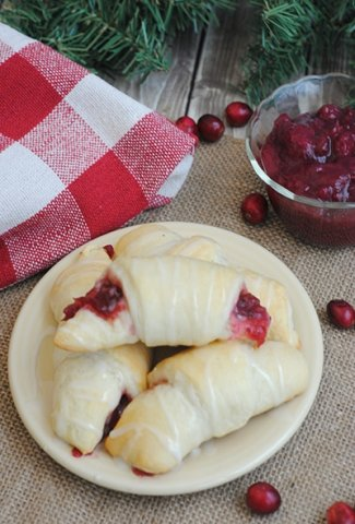 Cranberry Crescent Roll Featured Image