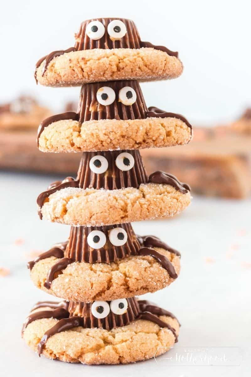 stacked spider cookies with googly eyes