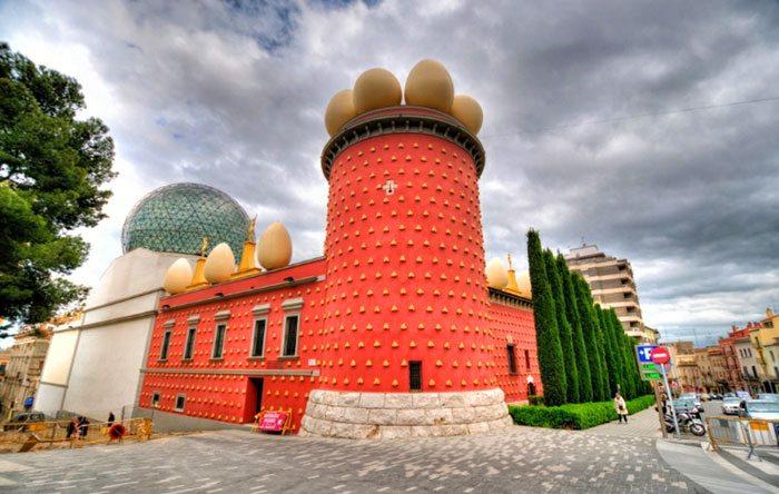 Színházi Múzeum Salvador Dali figuerek - Barcelona függetlenül