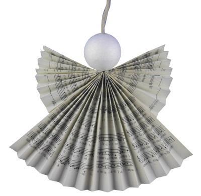 Magischen Schutzengel aus Gesangbuchseiten basteln – Recycling für