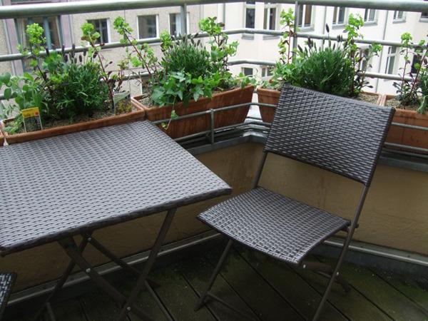 Kleinen Balkon gestalten ▷ Ideen zur Verschönerung - bauen.de