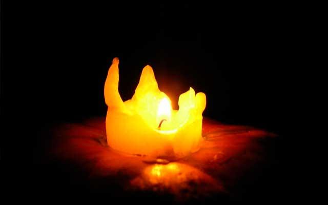 Церковная свеча очищает негатив