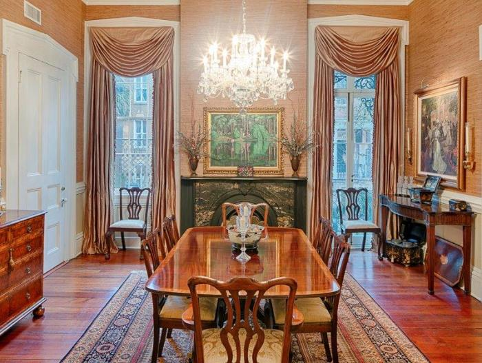 Tour An Historic Savannah Row House On Beautiful Monterey