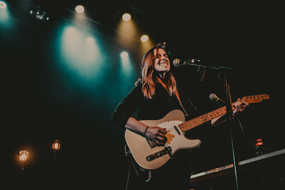 Julien Baker Turn Out Lights