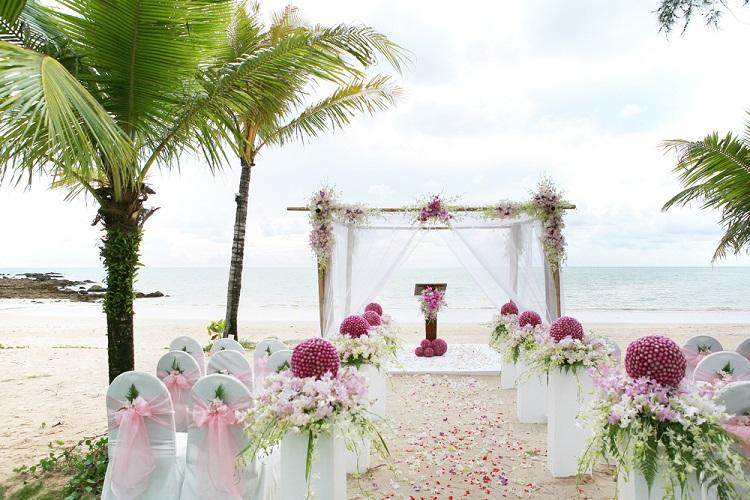 Beautiful Beaches Get Married