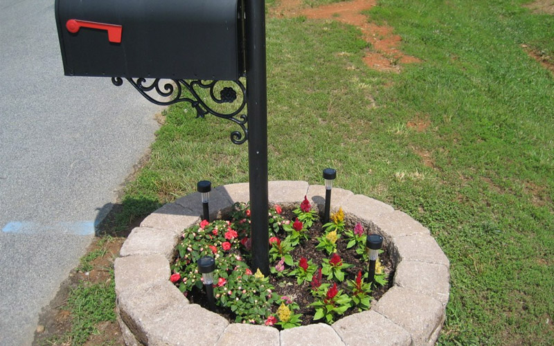 15 Mailbox Planter Ideas To Spruce Up Your Street Garden