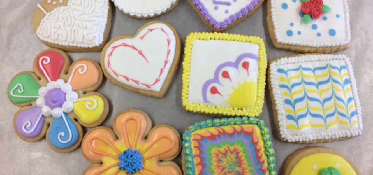 Cookies 101  Using Royal Icing Royal Icing Cookies   Wilton Cake Decorating
