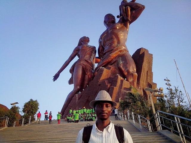 Renaissance Africaine Monument La Interieur De