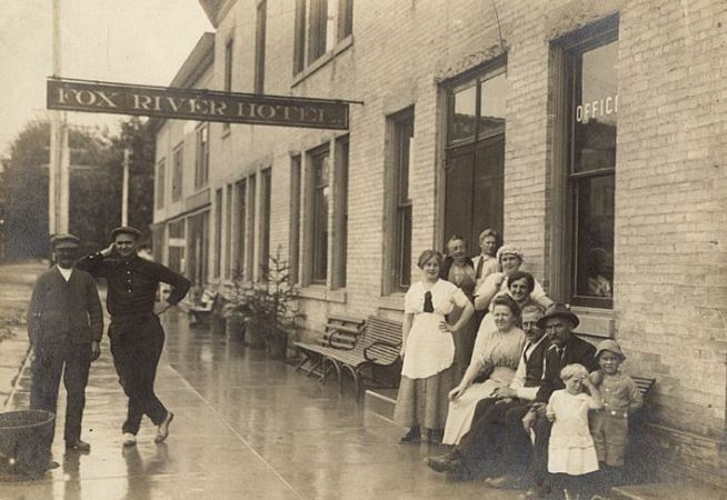 Waterford debuts historic walking tour   Local News   journaltimes com Learn about the history of the Fox River Hotel  213 217 E  Main St   and  other historic sites in Downtown Waterford on Thursday when Absolutely  Waterford