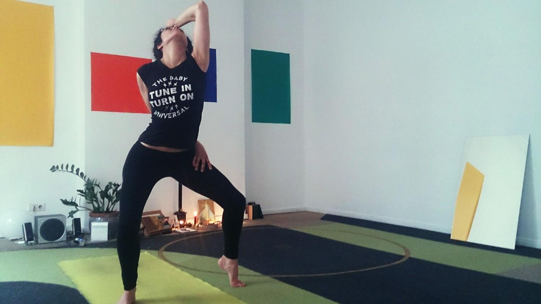 three-dimensioned asana practice – sensingnewyoga Berlin