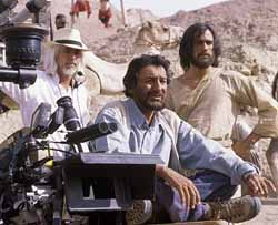 Cinematographer Robert Richardson, director Shekhar Kapur, and Heath Ledger on the set of The Four Feathers