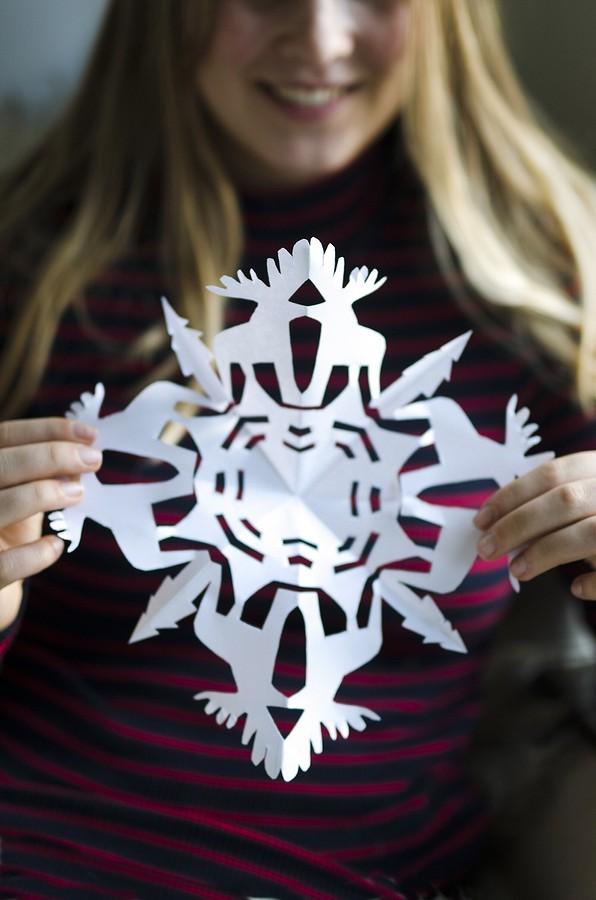 Kertas salji yang paling indah: 40 templat yang berbeza kerumitan
