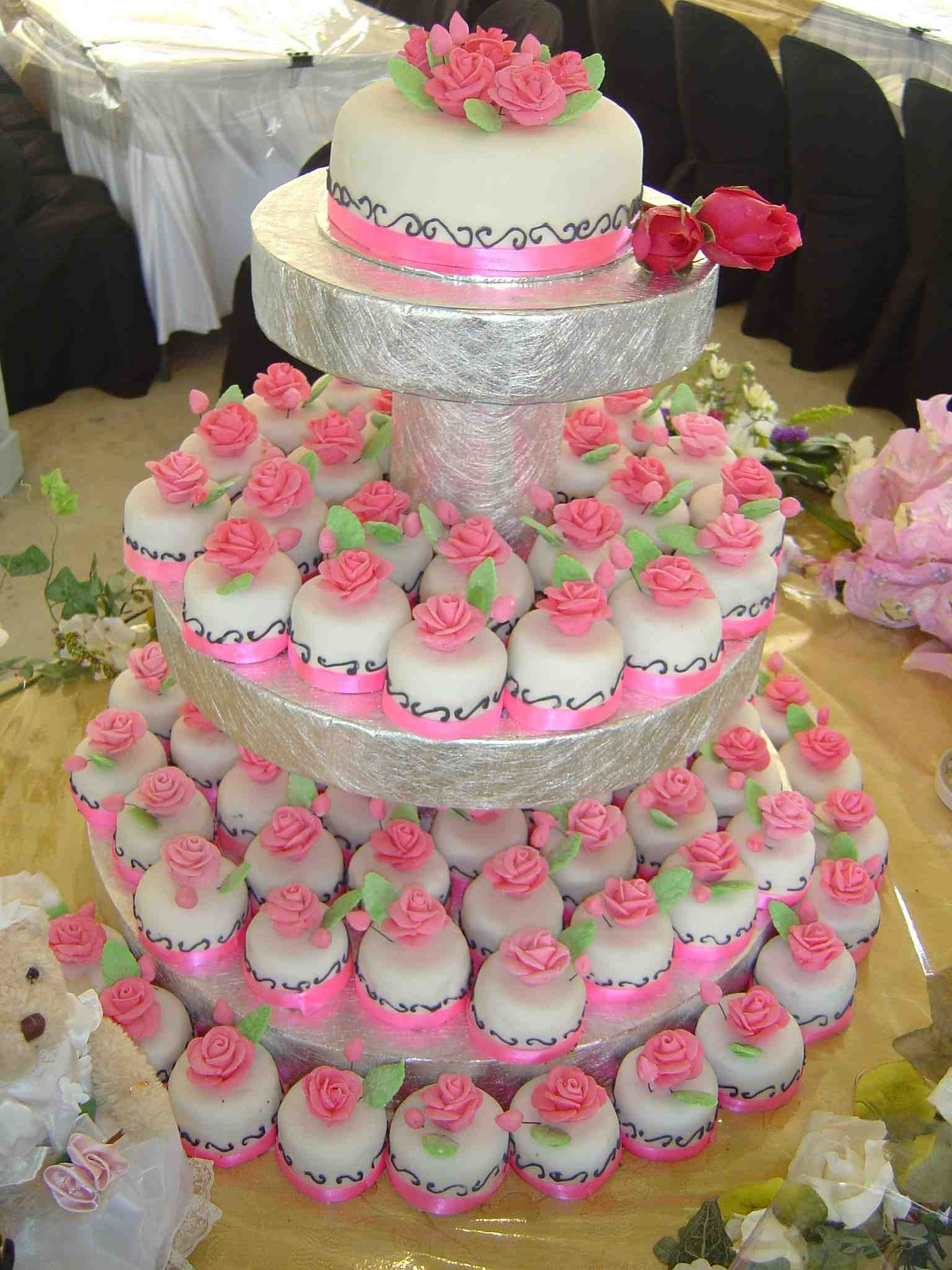Fahria S Mini Fondant Wedding Cakes Buttercup And Friends