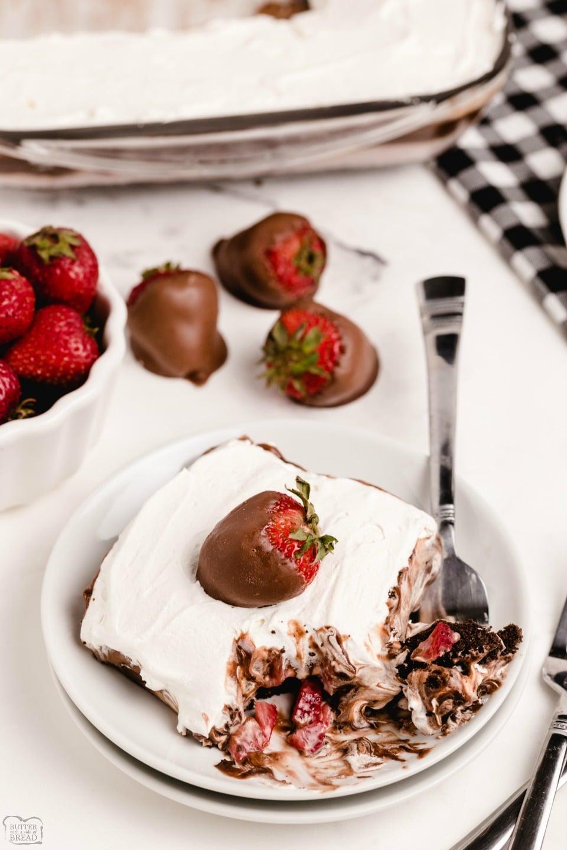 No-Bake Chocolate Strawberry Dessert Lasagna