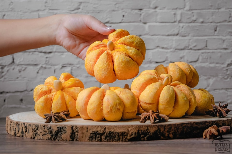 How to make pumpkin shaped dinner rolls