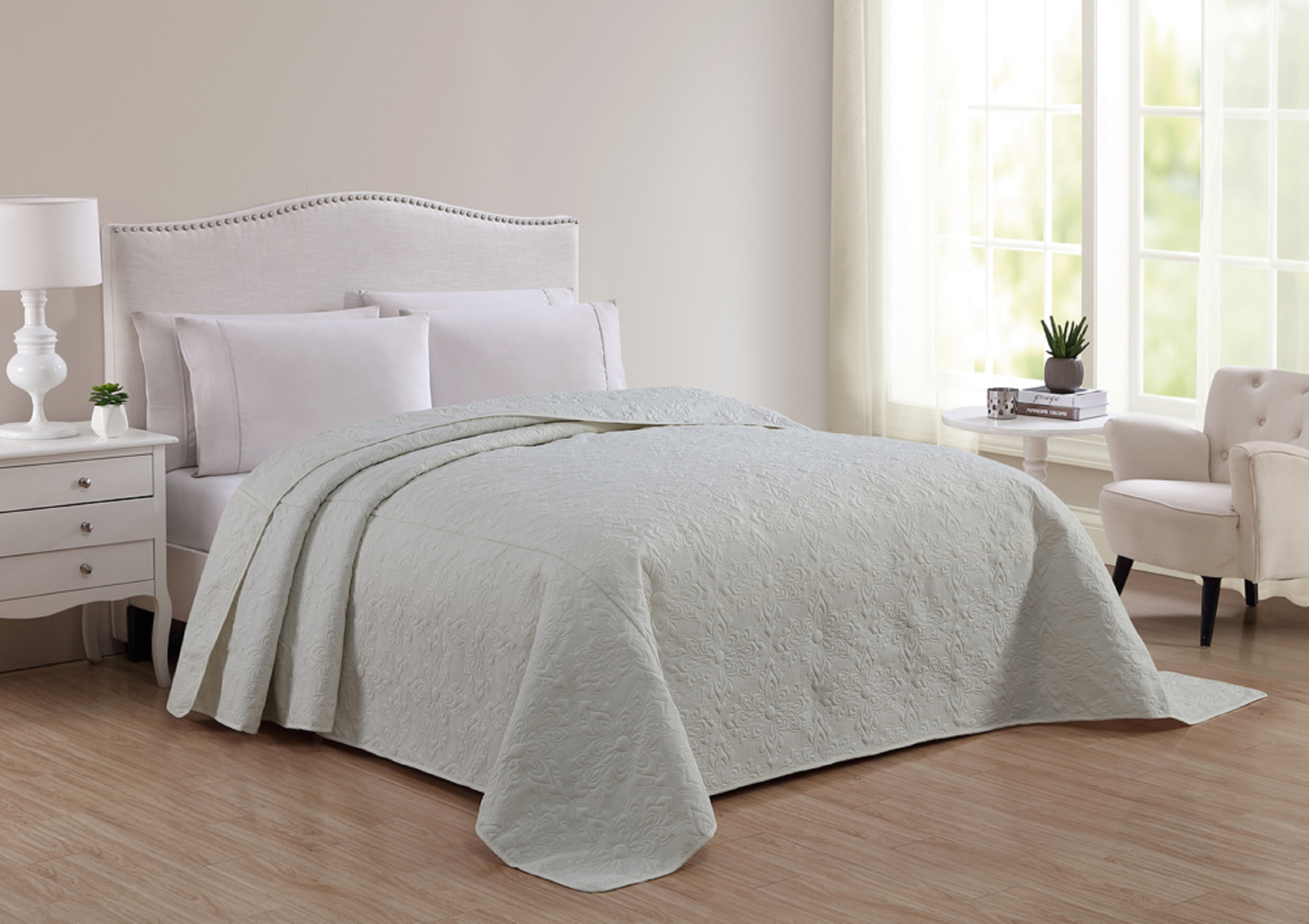 Cannon Solid Ivory Pinsonic Bedspread