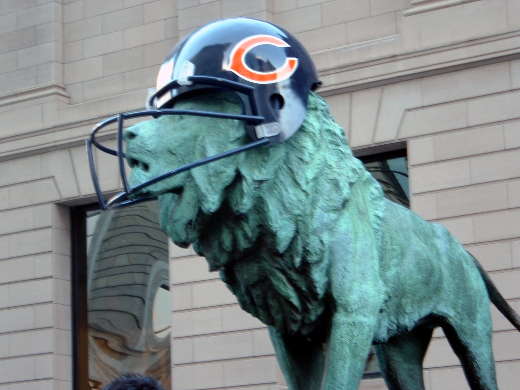 Chicago Art Institute Lions In Chicago Bears Gear Flickr