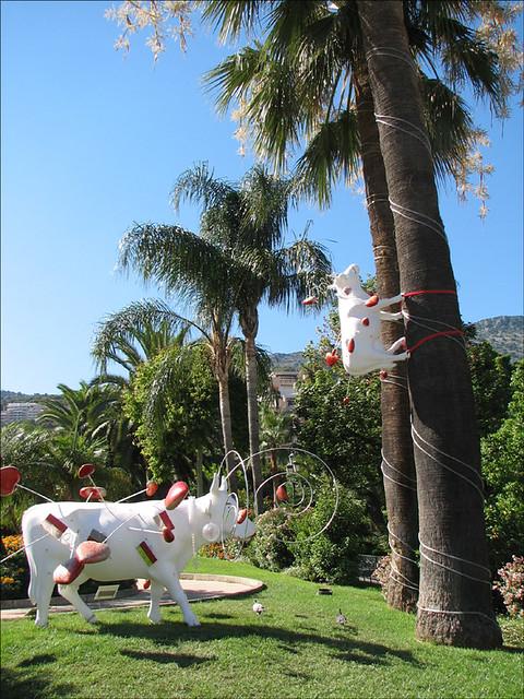 Tree Climbing Cow Title Monacoeurs Location Jardin Des