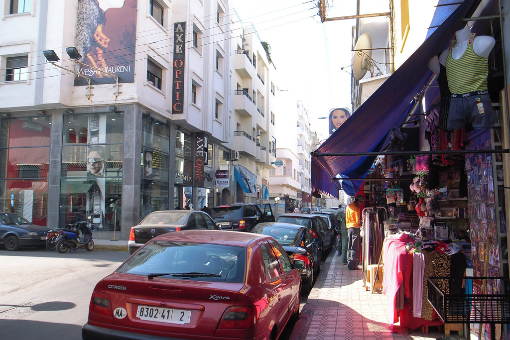 Street In Maarif District Casablanca Morocco Une Rue