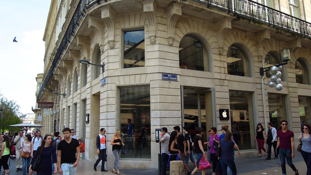 Apple Store  Rue Sainte Catherine  Bordeaux   The Rue Sainte      Flickr     Apple Store  Rue Sainte Catherine  Bordeaux   by David McKelvey
