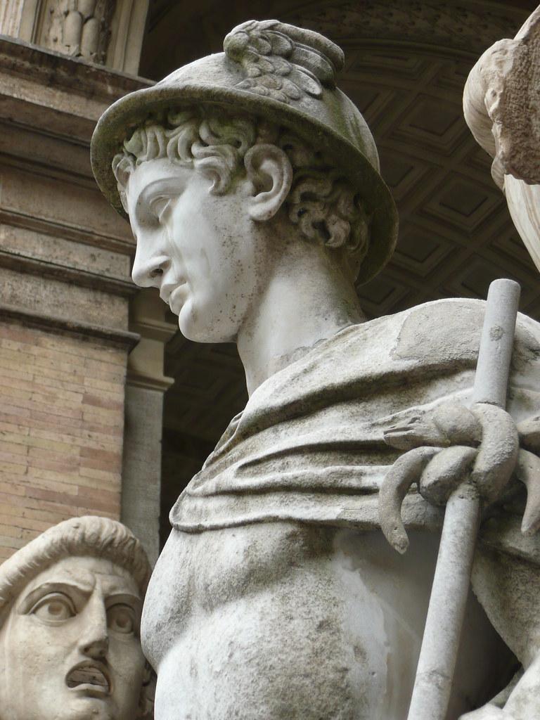 Detalle Estatua De Hermes Mercurio Patio Octogonal En El