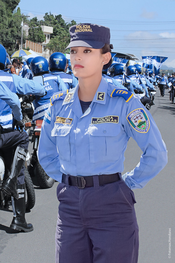 Polic 237 A De Honduras En El Marco De Las Fiestas De