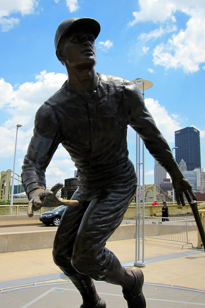 Pittsburgh Pnc Park Roberto Clemente Statue This
