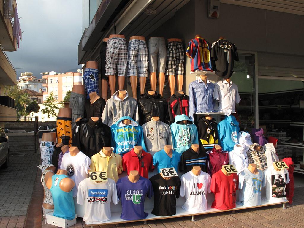 Alanya Shopping On Damlataş Street Still In The Sun
