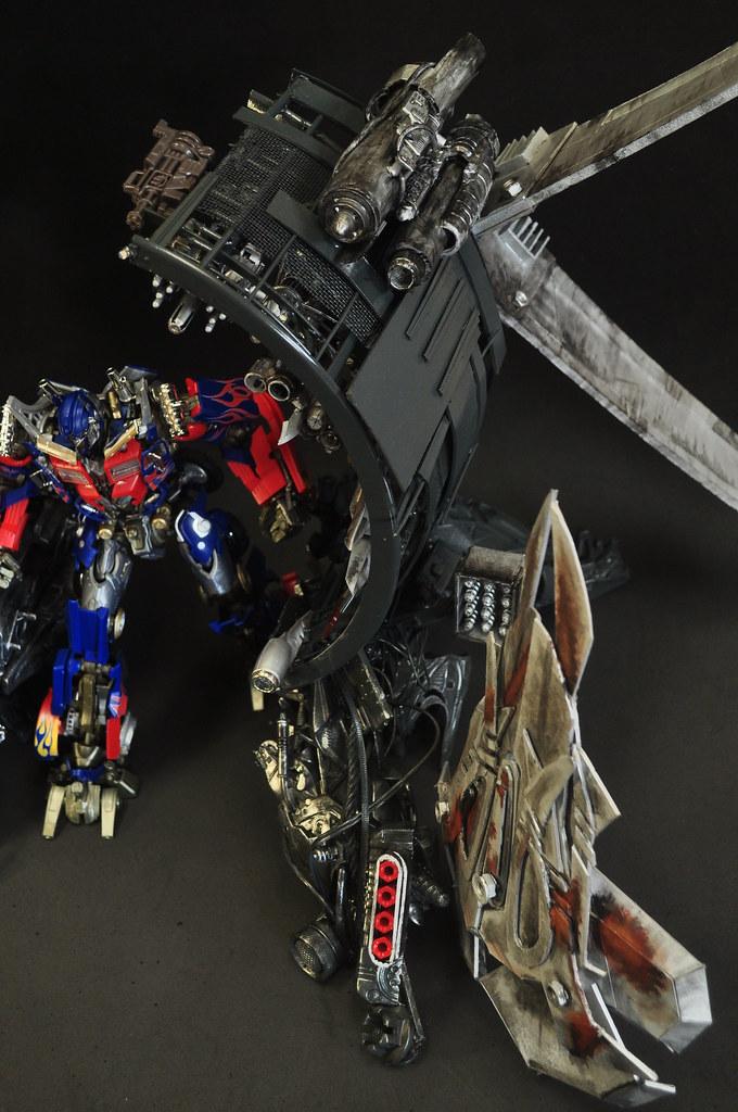 "Transformers Dark of the moon Optimus Prime ""Trailer"" Weap ..."