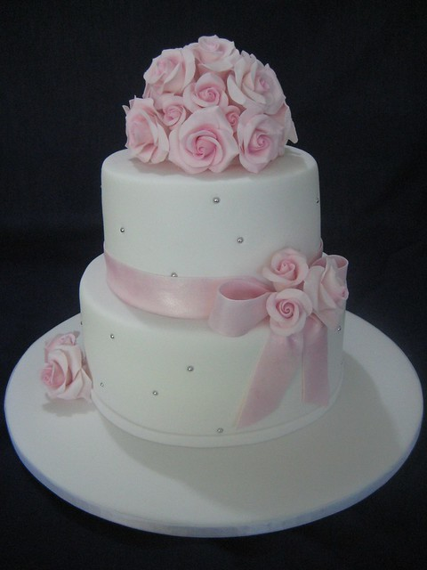 White Wedding Cake   Pink Roses   White wedding cake with pi      Flickr     White Wedding Cake   Pink Roses   by ozcake