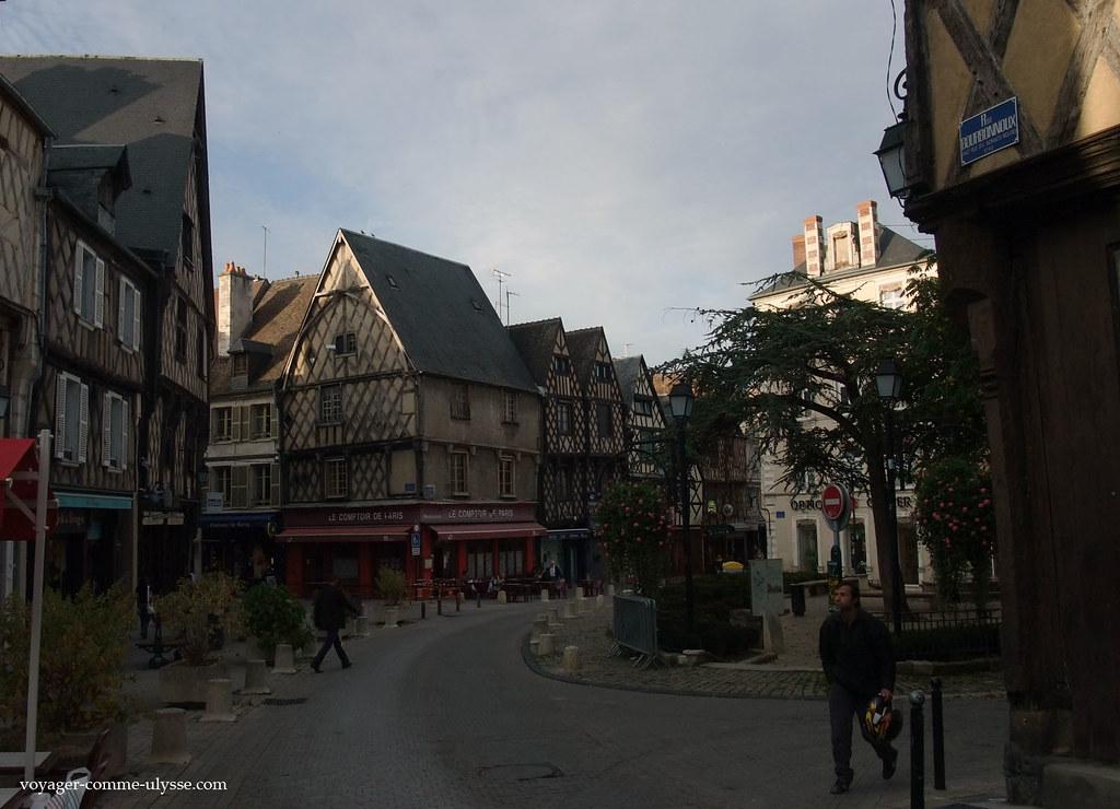 Rues De Bourges Bourges Est Une Ville Qui A Gard 233 Son