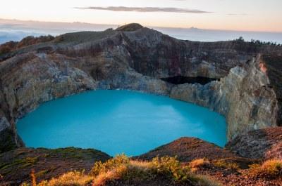 Kelimutu Dawn | Crater lakes of Kelimutu Volcano, on the ...