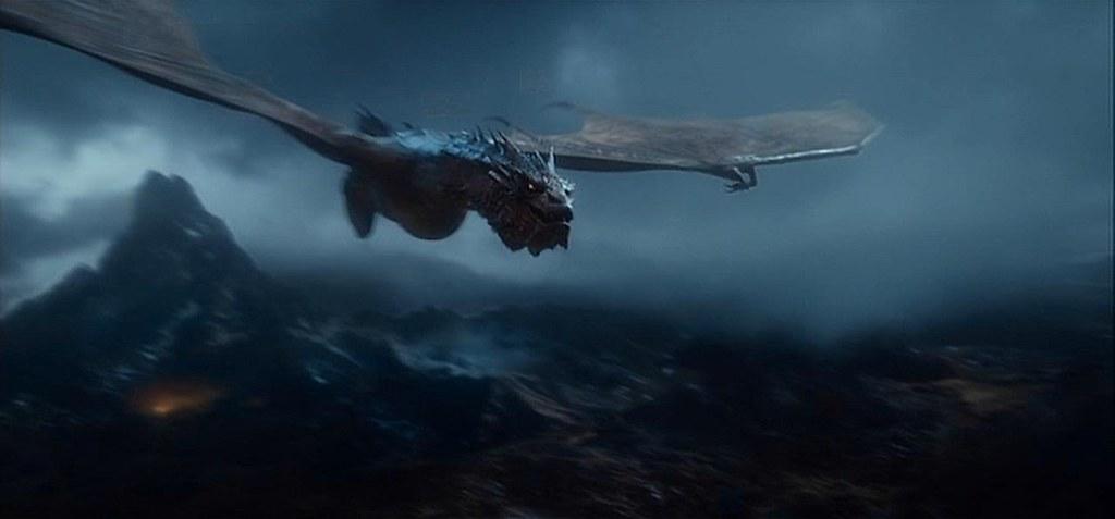 Hoobit Smaug Flying