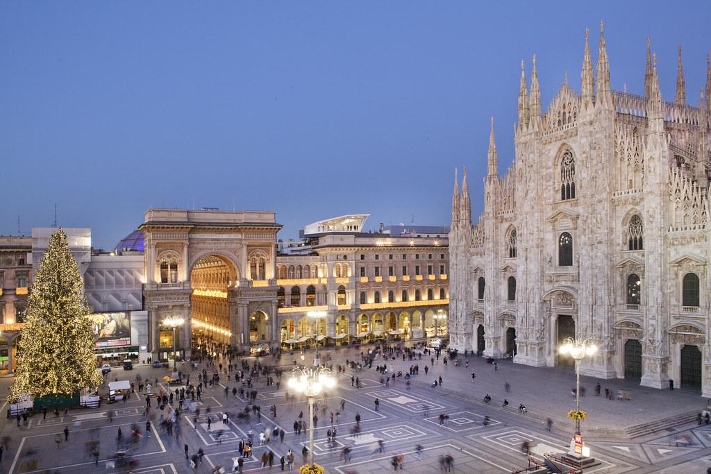 Cube Milan Piazza Del Duomo Christmas Tree Electrolux