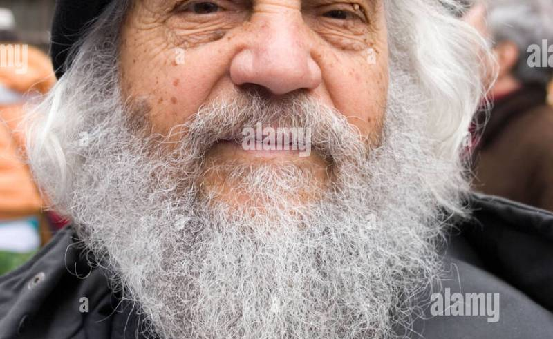 98651c71d Old Man With Long White Beard And Black Beret Stock Photo: 7735728
