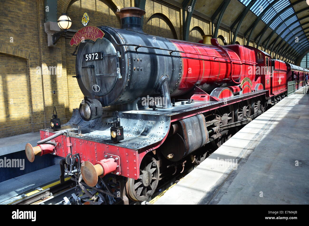 Hogwarts Express Ride Diagon Alley at the Wizarding World ...
