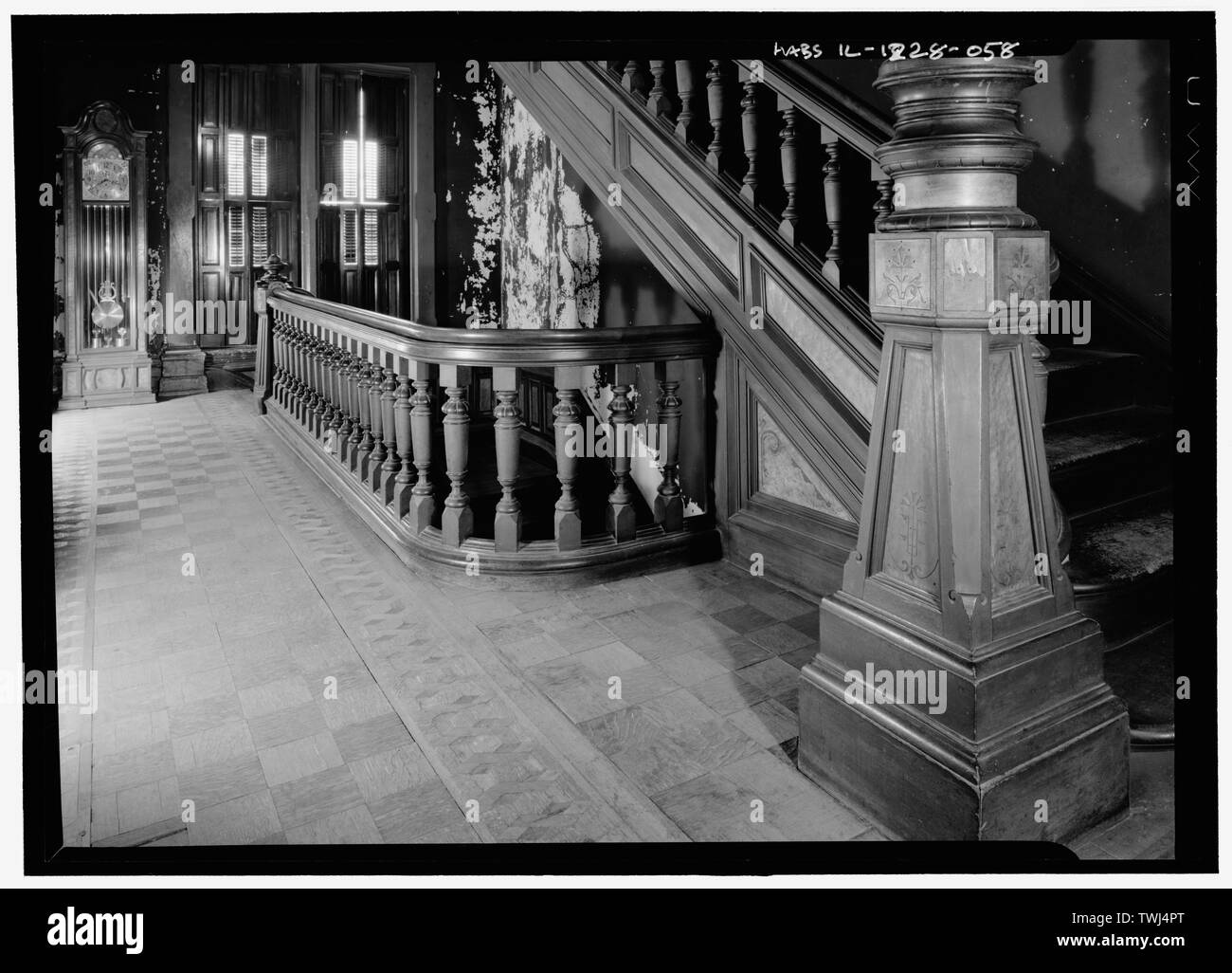 Page 4 Newel Post High Resolution Stock Photography And Images   Barley Twist Newel Post   Column   1930 Style   20'S   Spindle   Square