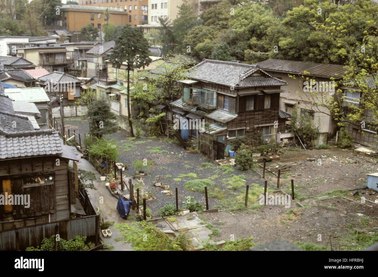JAPAN Tokio alte Häuser in der Stadt Stockfoto, Bild: 130206430 - Alamy