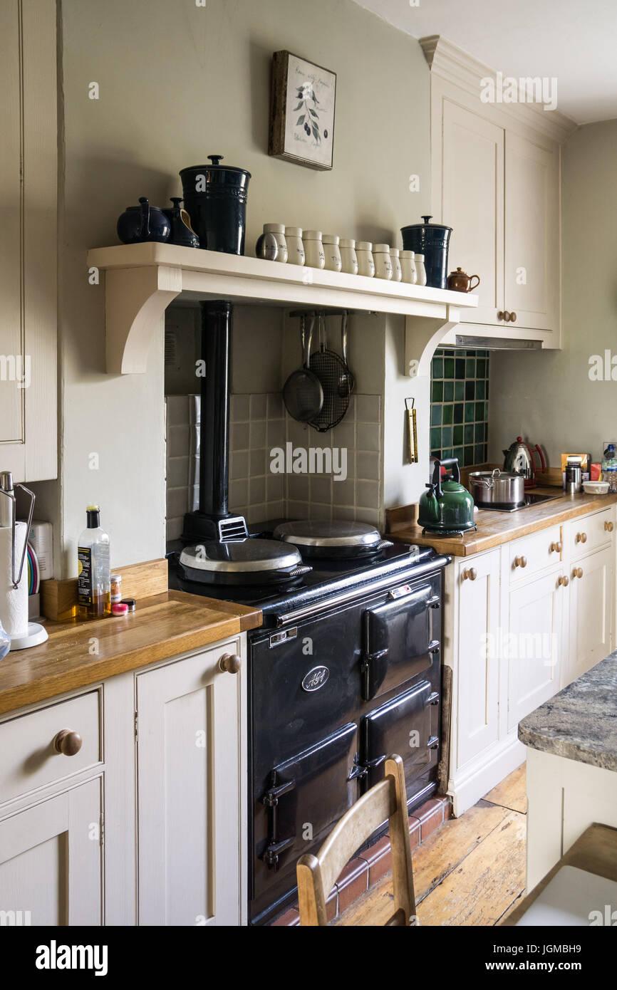 Ein AGA-Herd in einem britischen Land Küche Stockfoto, Bild: 147965589 - Alamy