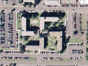 Um edifício da Marinha dos EUA em San Diego foi construído em forma de suástica. Israel exigiu a demolição imediata do prédio – Foto: Divulgação