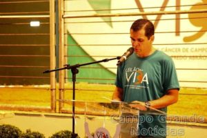 Diretor-presidente do Hospital de Câncer Alfredo Abrão, Carlos Coimbra, na última edição do Leilão Pela Vida – Foto: Divulgação