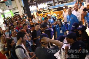Grande fila para autógrafo com atletas Shimano – Foto: JB Carvalho / Shimano
