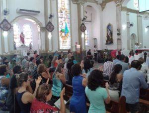 A Igreja São José, no Centro de Campo Grande (MS), ficou lotada durante todo o dia no Domingo (20/03) de Ramos – Foto: Álvaro Barbosa